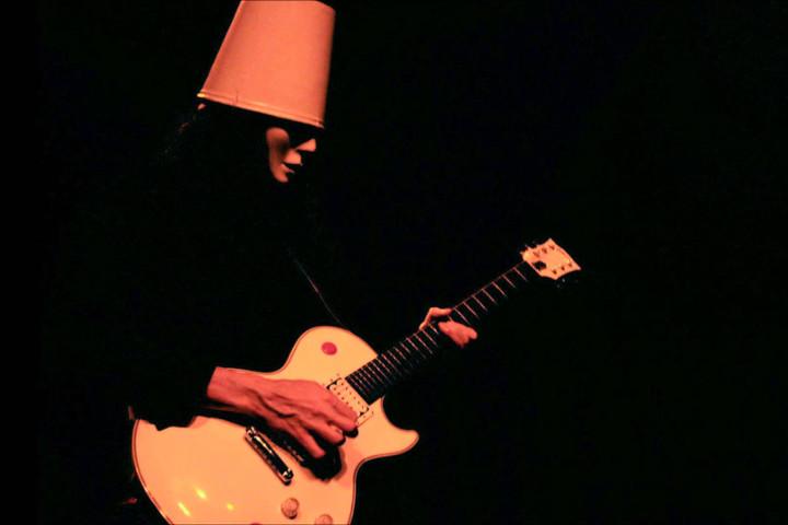 <br/>Brian Patrick Carol ou Buckethead est né le 13 mai 1969 à Huntington Beach...